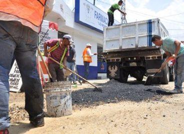 Realizan cuadrillas municipales de Santa Lucía del Camino labores de bacheo
