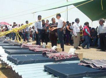 Entregan apoyos del Fonden a damnificados por lluvias y granizadas en Oaxaca