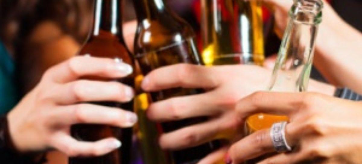 Consumo excesivo de alcohol puede desencadenar hipertensión arterial: IMSS Oaxaca