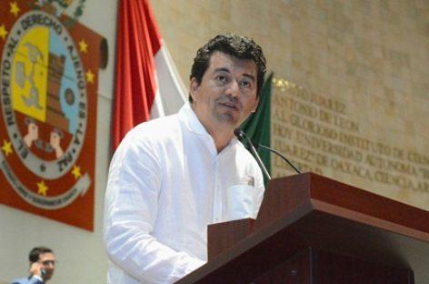 Diálogo transparente entre S-22 y gobierno de Oaxaca, propone Juan Mendoza
