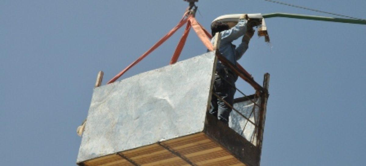 Han dado mantenimiento a unas 300 luminarias en Santa Lucía del Camino, Oaxaca