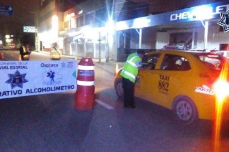 Arresta Policía Vial estatal a 18 conductores durante Alcoholímetro en Tuxtepec y Oaxaca