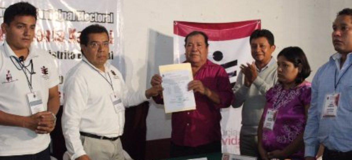 Recibe Hermenegildo Santiago del PRS Constancia de Mayoría como presidente municipal de Xadani