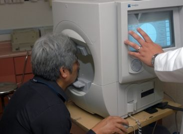 Alerta el IMSS sobre el síndrome ocular por el uso prolongado de pantallas