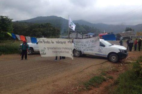 Cierran habitantes de Cieneguilla Carretera Federal 175; Piden entrega de recursos