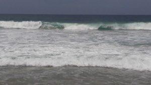 Se espera oleaje de 2.5 metros y olas que pueden superar los ocho metros de altura.