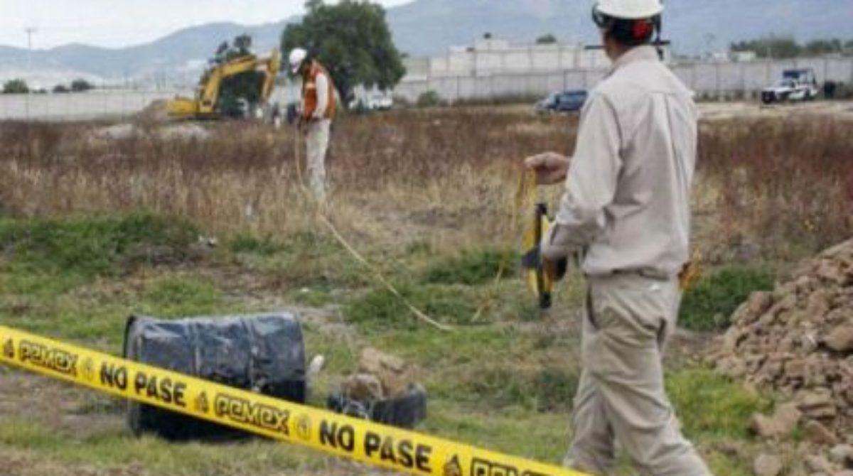 PEMEX lleva a cabo trabajos de limpieza por actos vandálicos en ducto en San Juan Guichicovi