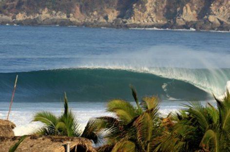Realizan búsqueda de embarcación y de persona desaparecida en Puerto Escondido, Oaxaca