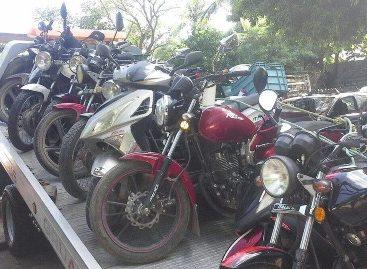 En operativo conjunto, aseguran 13 motocicletas y detienen a sujeto armado: SSPO