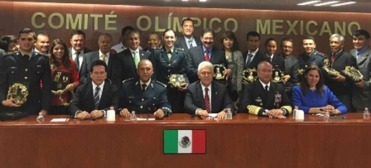 Entrega Comité Olímpico Mexicano condecoración a secretario de la Defensa Nacional