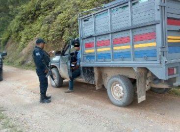 Detienen policías estatales a conductor de camioneta con reporte de robo en el Istmo