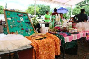 Sábado 12 de agosto, tianguis popular en el Parque Central.