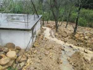 Recomiendan a la población extremar precauciones ante las lluvias que persisten en la entidad.