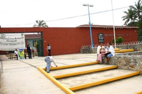 IMSS da de alta a mujer que tuvo parto fortuito camino al Hospital de Matías Romero