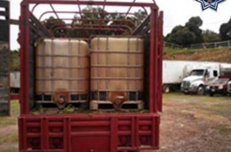Halla Policía de Oaxaca cerca de cuatro mil litros de hidrocarburo en camioneta abandonada