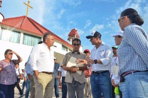 Constatan entrega de ayuda humanitaria y levantamiento de censo en El Espinal, Oaxaca
