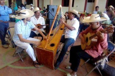 Exitosa presentación del grupo Arpa Grande en Juxtlahuaca, Oaxaca