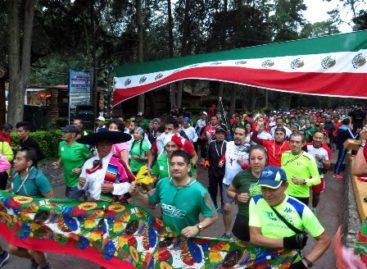 """Más de 400 corredores en la tradicional carrera convivencia """"las 15 del 15"""" en bosque de Tlalpan"""
