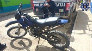 Motocicleta asegurada sobre la Carretera Federal 131.