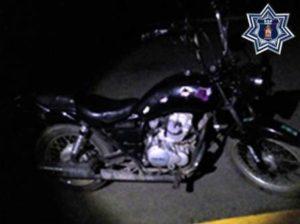 Motocicleta con el número de serie visiblemente alterado.