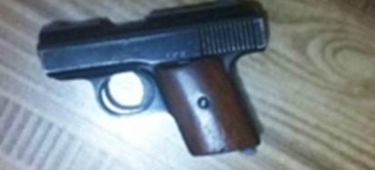 Detenidas dos personas por delitos contra la salud y portación de arma