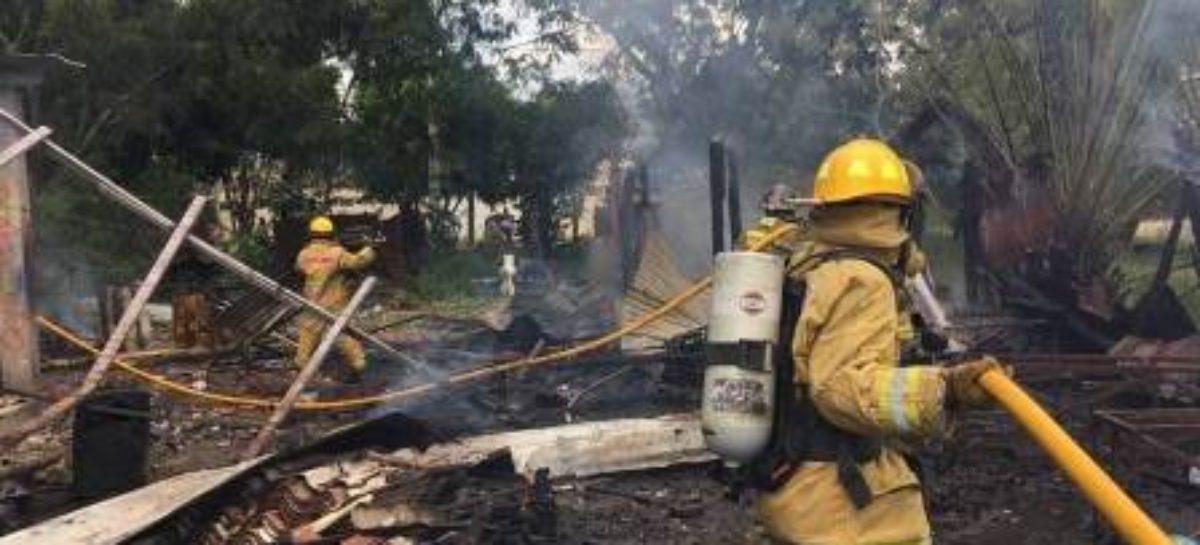 Sofocan fuerzas de seguridad incendio en cohetería de Santa María El Tule, Oaxaca