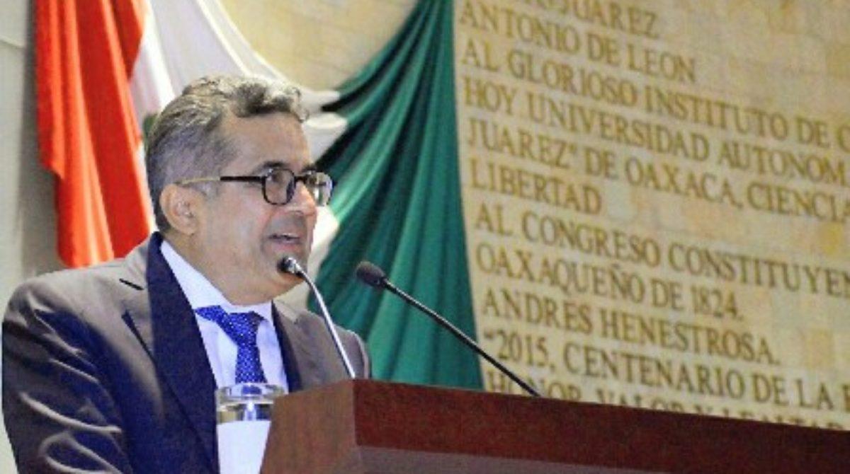 Urgente resolver crisis financiera de la UABJO: Antonio Altamirano