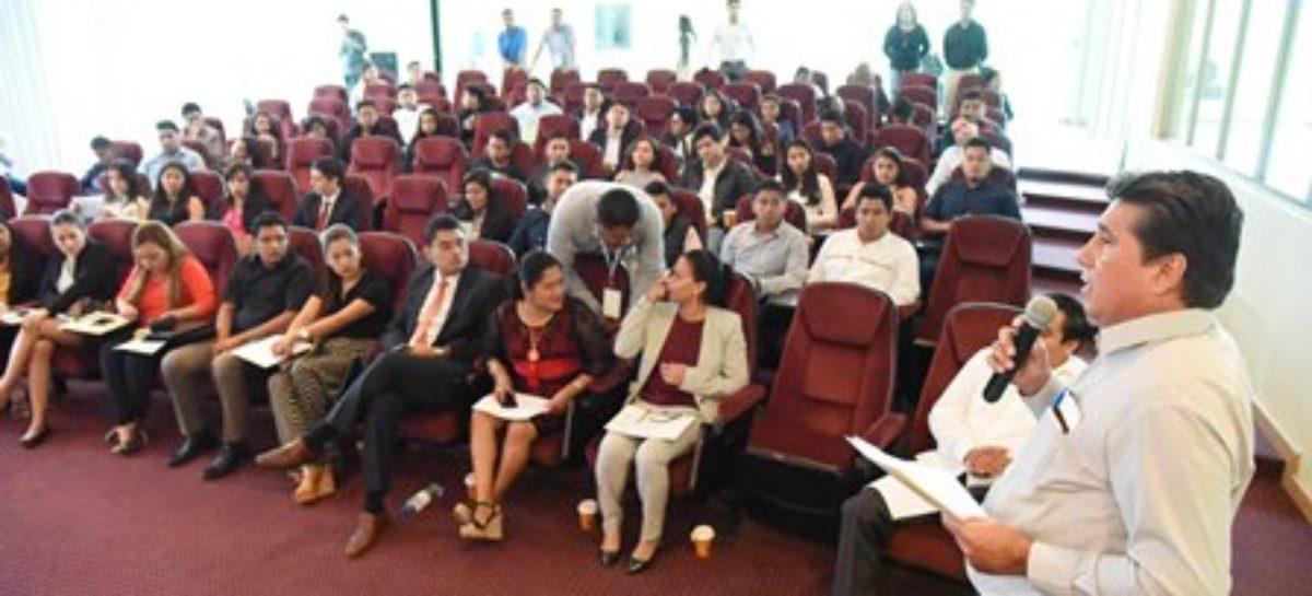Reciben diputados a jóvenes de la VI Legislatura juvenil