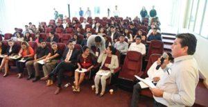 Visitan Palacio Legislativo