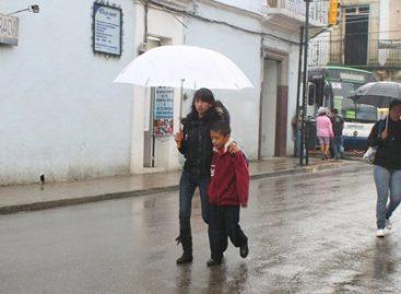 Exhorta CEPCO a mantenerse alerta por lluvias en Oaxaca; potencial de desarrollo ciclónico