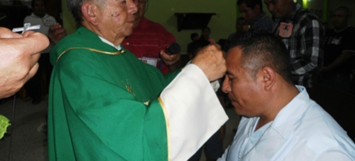 Reciben crucifijos cursillistas de Cristiandad en Huajuapan