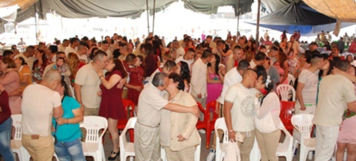 Concretan 66 matrimonios en Reclusorio Oriente de la Ciudad de México