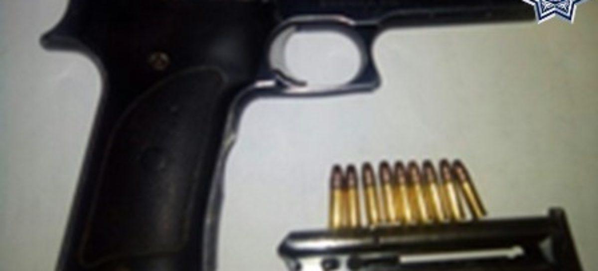 Detenidas dos personas en la Costa y la Cuenca; aseguran dos armas y dos motocicletas