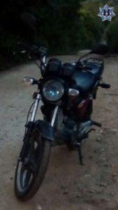 Motocicleta segurada en Candelaria Loxicha.