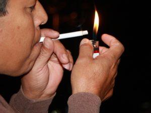 Exhortan a la población a dejar el hábito del tabaco.