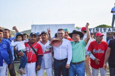 Premian a finalistas de la Liga de Béisbol de Comunidades de Ixtaltepec, Oaxaca
