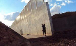 Absurdo que muro fronterizo lo detenga
