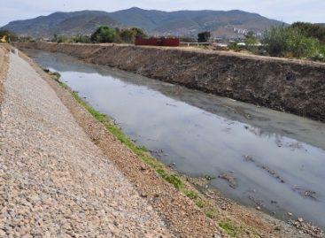 Desazolvan y construyen muros de contención en ríos y arroyos de Santa Lucía, Oaxaca