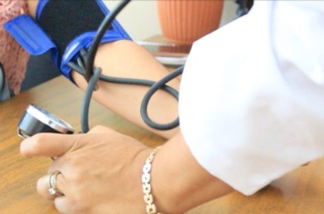 Ofrecen atención y orientación médica permanente a usuarios en espacios públicos
