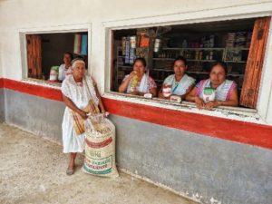 Con 41 tiendas móviles acercan la canasta básica a comunidades aisladas a precios accesibles.