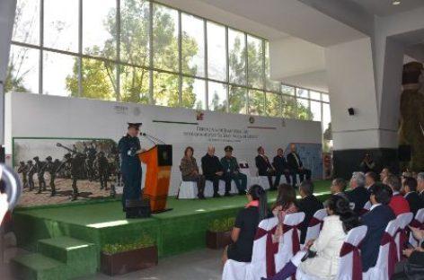 """Exposición Militar """"La Gran Fuerza de México"""", en estación Buenavista del tren suburbano"""