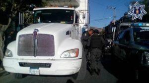 Recuperan camión tipo rabón blanco Kenworth, con caja refrigerada, de color blanco, con placas UE-48810 de Sinaloa.