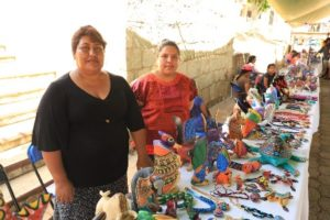 Monserrat Hernández desde hace más de 20 años se dedica a la elaboración de estas artesanías.