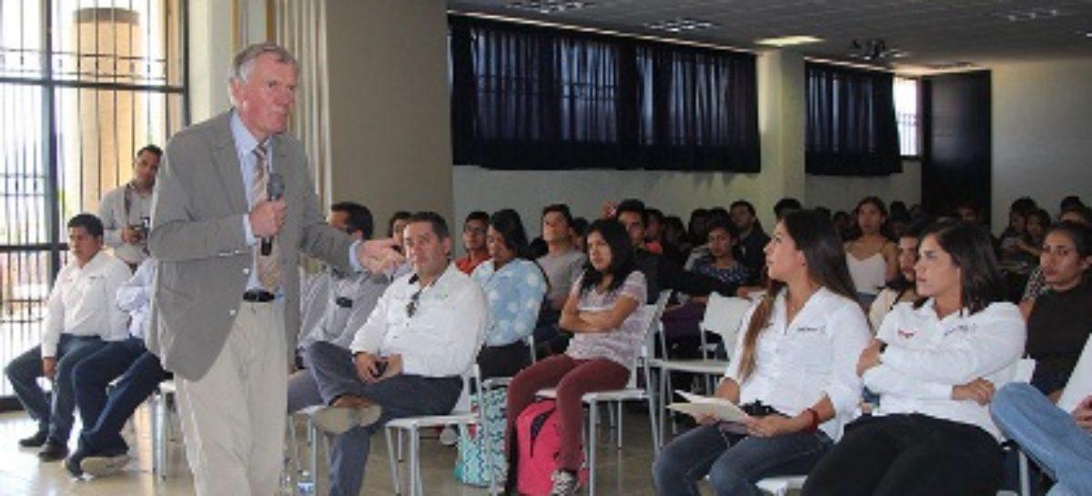 Recibe comunidad estudiantil de la UTVCO asesoría de experto en proyectos de inversión