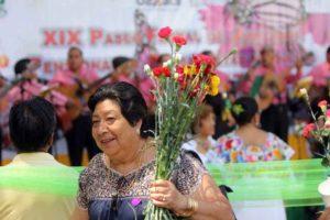 Regalarán tanto rosas como claveles a las damas más bellas del lugar.