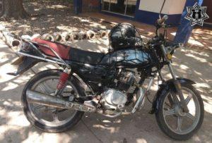 Motocicleta, color negro, serie 3SCPFTEEXA1028635 y sin placa de circulación.