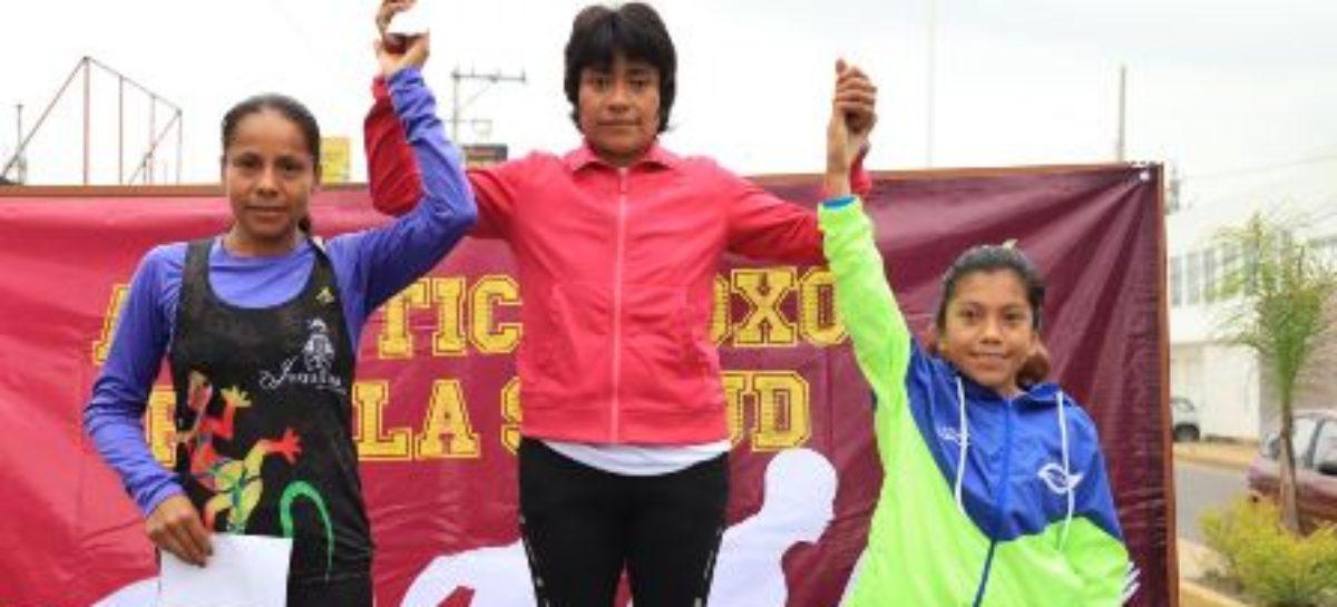 Ganan Javier Hernández y Marilú Jiménez la Carrera Atlética Xoxo por la Salud 8k