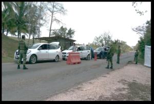 En dos vehículos viajaban 12 personas originarias de Honduras.