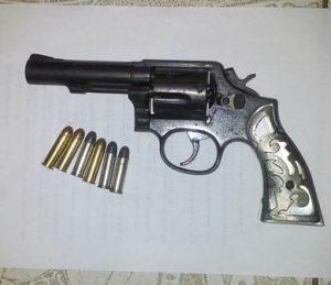 Pistola tipo revólver, marca Smith & Wesson, calibre 38 Special, matrícula AYE4341, modelo 10-8.