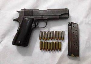Pistola 38 súper, marca Colt Comander, matrícula 70BS72291 con un cargador.